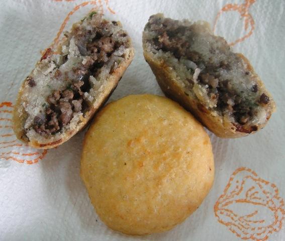 http://www.encyclopediacooking.com/upload_recipes_online/uploads/images_how-to-make-easy-homemade-iraqi-semolina-kibbeh-recipe.jpg