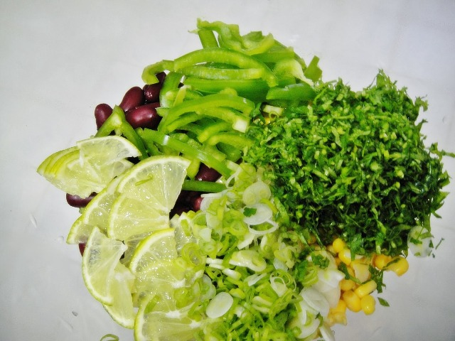 http://www.encyclopediacooking.com/upload_recipes_online/uploads/images_how-to-make-easy-mexican-green-salad-recipe-step-by-step4.jpg