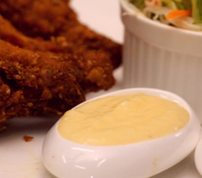 http://www.encyclopediacooking.com/upload_recipes_online/uploads/images_middle-eastern-garlic-sauce-recipe.jpg